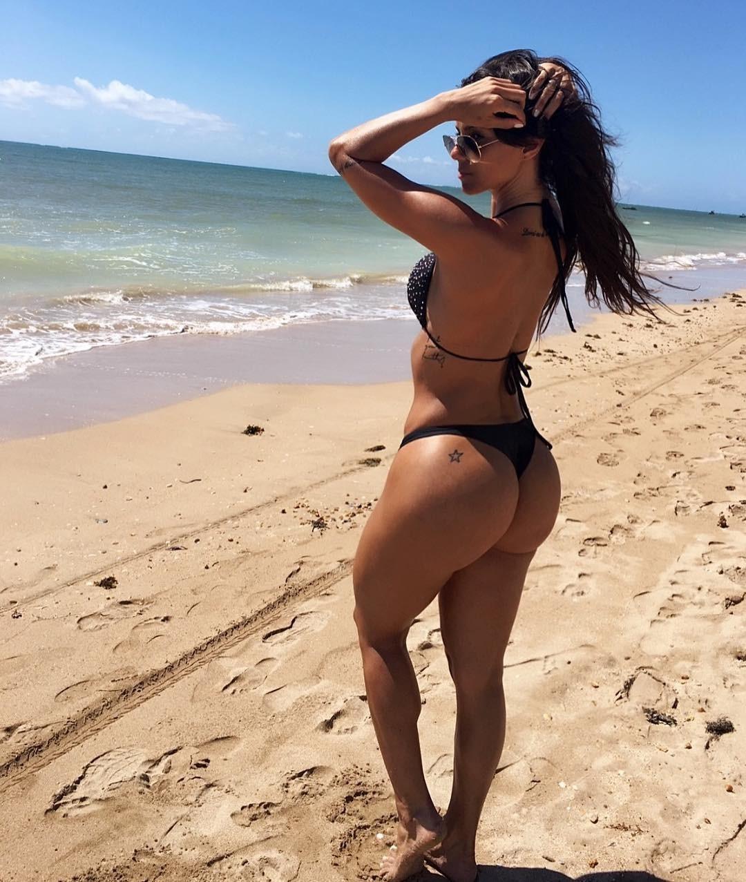 Yasmin brunet nua em verdades secretas 8